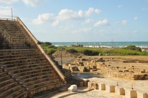 Caesarea theater (800x531)